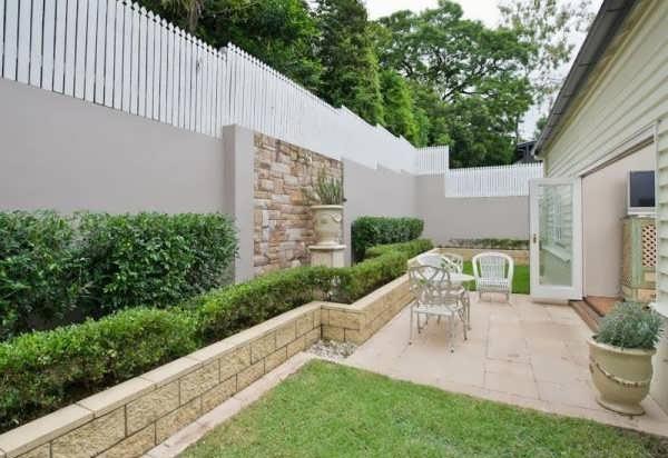 سنگ دیوار حیاط